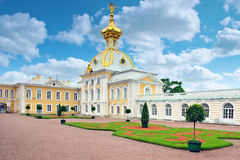 Östligt kapell av den Petergof slotten i St Petersburg royaltyfria foton
