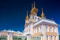 Östligt kapell av den Petergof slotten i St Petersburg Royaltyfria Bilder