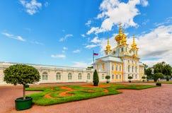 Östligt kapell av den Petergof slotten Ryssland royaltyfria bilder