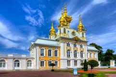 Östligt kapell av den storslagna Peterhof slotten i Petrodvorets, St Petersburg, Ryssland arkivfoto