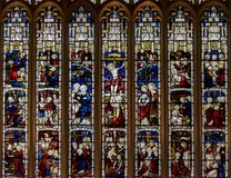 Östligt målat glassfönster i St Mary Magdalene Church royaltyfri bild