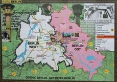 Östligt och västra - berlin wallpaper arkivbild
