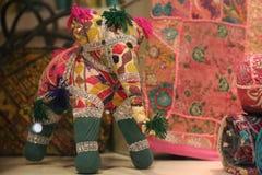 Östligt traditionellt hantverk för textilelefant Arkivfoton