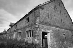 Östligt - tysk lantgårdbyggnad och satbles arkivbild