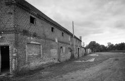 Östligt - tyskt förfallet lantbrukarhem arkivbilder