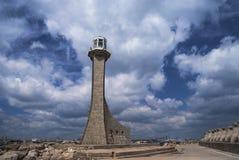 Östligt vågbrytareljus kallade Vit Fyr i Constanta, Rumänien royaltyfria bilder
