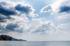 Östrandlandskap och blå himmel Fotografering för Bildbyråer