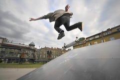 Övande skateboarding för pojke Royaltyfria Bilder