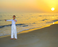 övande yoga för flicka Royaltyfri Fotografi
