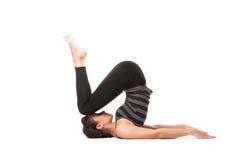Övande yoga för kvinna Arkivbild