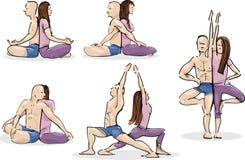 övande yoga för par Arkivbilder