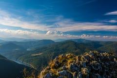Över bergen Arkivbilder