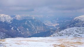 Över bergen Obertraun, Salzkammergut, Österrike lager videofilmer
