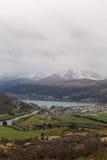 Över blick av sjön och berget Royaltyfri Fotografi