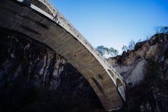 Över dalen av bron Arkivfoto