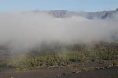 Över de vita molnen Fotografering för Bildbyråer