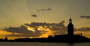 över den stockholm solnedgången Arkivfoto