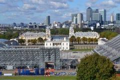 Över Greenwich parkera till Canary Wharf, London ryttareOS:er Arkivfoto