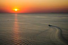 över havssolnedgång Arkivbild