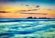 över havssolnedgång Härligt landskap Arkivfoton