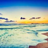 över havssolnedgång Härligt landskap Arkivbild