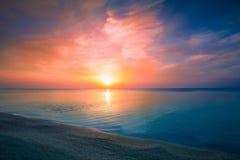 över havssoluppgång fotografering för bildbyråer