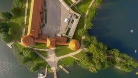 Över huvudet flyg- sikt av den Trakai slotten i Litauen Royaltyfri Foto