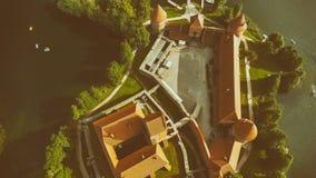 Över huvudet flyg- sikt av den Trakai slotten i Litauen Royaltyfria Foton
