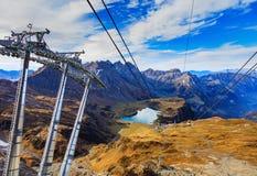 Över huvudet kabelbil på Mt Titlis i Schweiz Arkivfoto