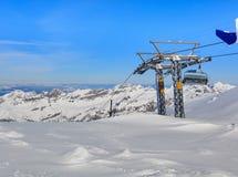 Över huvudet kabelbil på Mt Titlis i Schweiz Royaltyfria Bilder