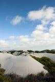 över huvudet platsskies för blå öken Arkivfoton