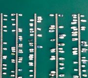 Över huvudet sikt av anslöt fartyg i porten royaltyfria foton
