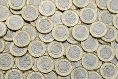 Över huvudet sikt av 2017 bimetall- mynt för brittiskt pund arkivfoton