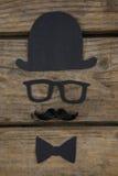 Över huvudet sikt av den anthropomorphic framsidan som göras med svartpapper royaltyfri bild
