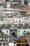 Över huvudet sikt av den gamla staden, Quito, Ecuador arkivbild