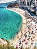 Över huvudet sikt av folk på stranden, feriebegrepp i Tropea fotografering för bildbyråer