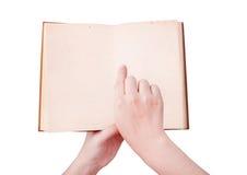 Över huvudet sikt av händer som rymmer en gammal bok med kopieringsutrymme klar Royaltyfri Foto