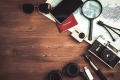 Över huvudet sikt av planet för lopp för tillbehör för handelsresande` s, tursemester, turismmodell Instagram som ser bild av res Royaltyfria Bilder