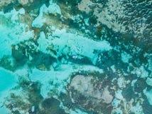 Över huvudet skott av ett fartyg i ett krabbt hav arkivbilder