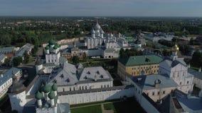Över Kreml av Rostov det stort Den guld- cirkeln av Ryssland den flyg- videoen stock video