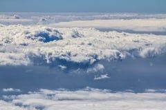 Över molnen Arkivfoton