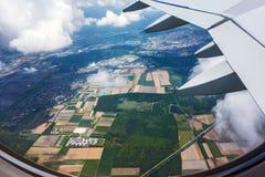 Över molnen, fälten och skogen Royaltyfri Fotografi