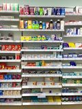Över räknaremedicinen på UK-apotek Royaltyfria Bilder