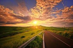 över solnedgången tuscany Arkivbilder