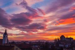 över solnedgångtown Royaltyfri Bild