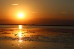 över solnedgångvatten Royaltyfria Foton