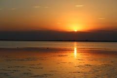 över solnedgångvatten Royaltyfri Foto
