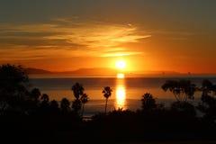 över Stillahavs- solnedgång arkivbild