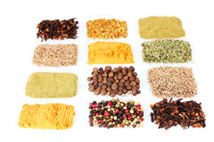 över vita kryddor Arkivfoto