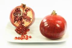 över vita pomegranates royaltyfria bilder
